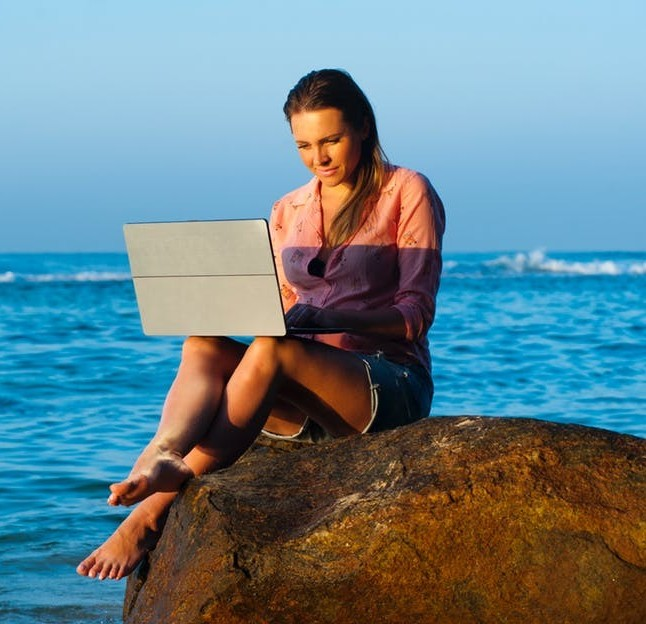 why use affiliate marketing- laptop lifestyle